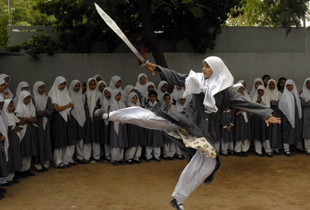 دختر رزمی کار با حجاب هندی