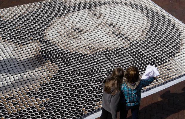 عکس: مونالیزا با 3604 لیوان قهوه