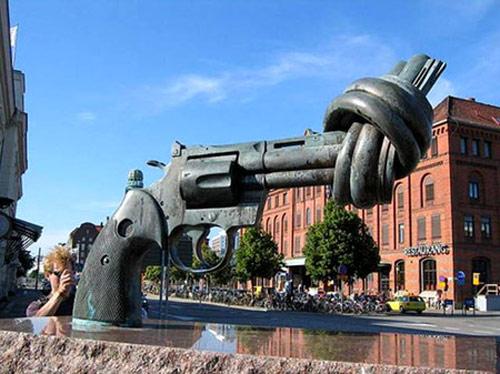 مجسمههای جالب در شهرهای دنیا (تصویری)