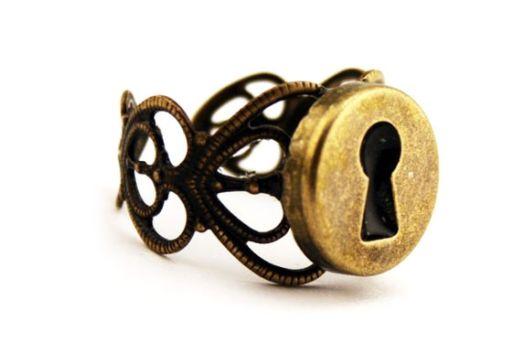 حلقه های عجیب و غریب نامزدی (تصویری)