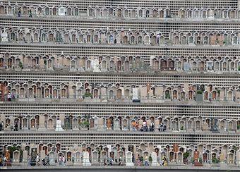 گورستان طبقاتی در هنگ کنگ (تصویری)
