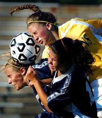 اقدام زننده سه بازیکن زن فوتبال فرانسه!