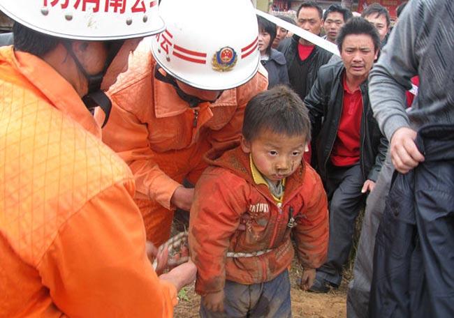 نجات پسربچه چینی از گودال
