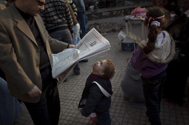کودک روزنامه خوان
