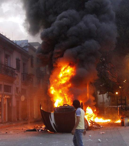 آتش زدن خودروي پليس