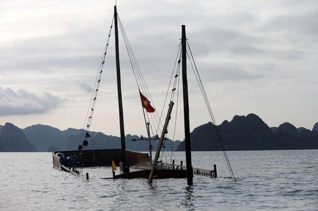 غرق شدن قایق توریستی