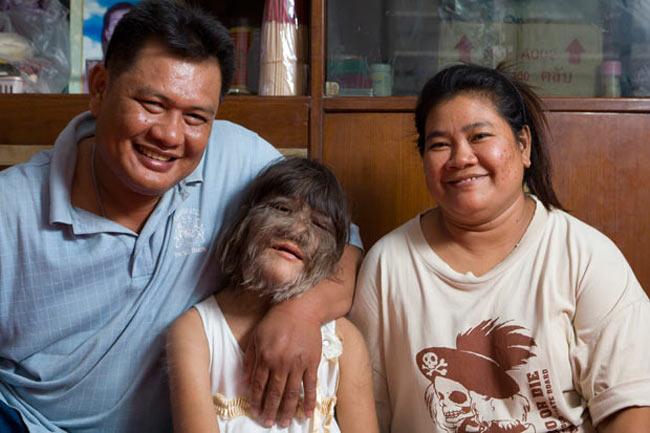 عکس دختر گرگی با موهای روی صورت 98sms.mihanblog.com