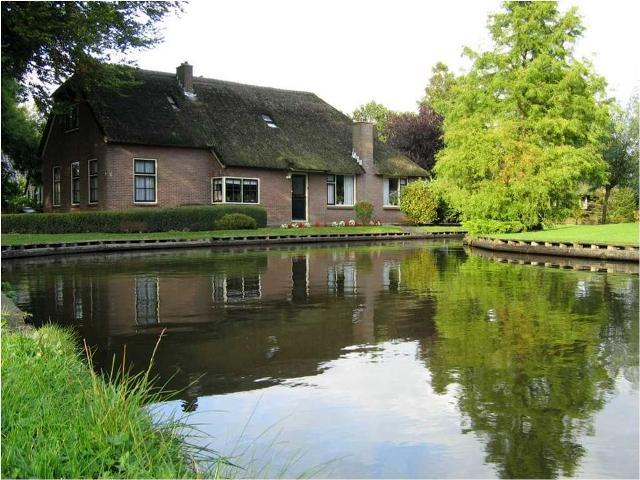 دهکده ای زیبا در هلند بدون خیابان و ماشین(تصویری)