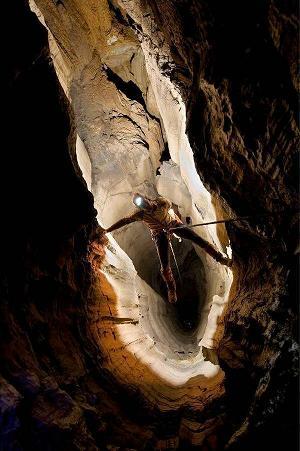 غارهای شگفت انگیز (تصویری)
