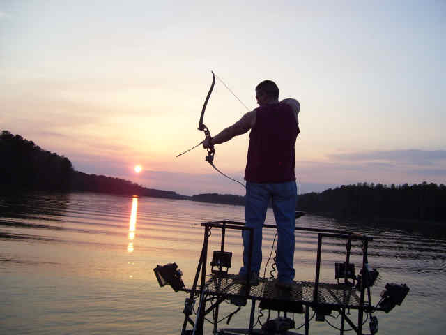 پروفایل اسم امین خال قرمز - ماهیگیری با تیر و کمان در کارولینای آمریکا