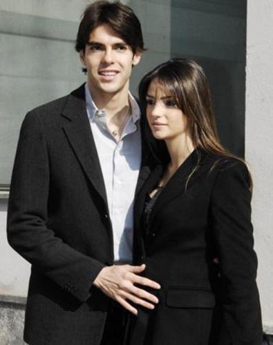 کاکا به همراه همسر و فرزندش (عکس) www.TAFRIHI.com