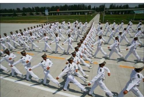 نظم انضباط بالا در جمع نظامیان چین (عکس)