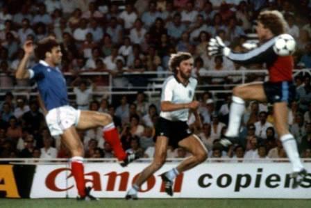 عکس از خطاهای خطرناک در فوتبال