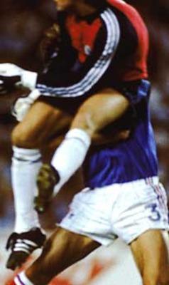 عکس, تصویر, عکس از خطاهای خطرناک در فوتبال