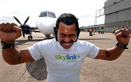 مرد هندی هواپیما را با گوشهایش جابجا کرد