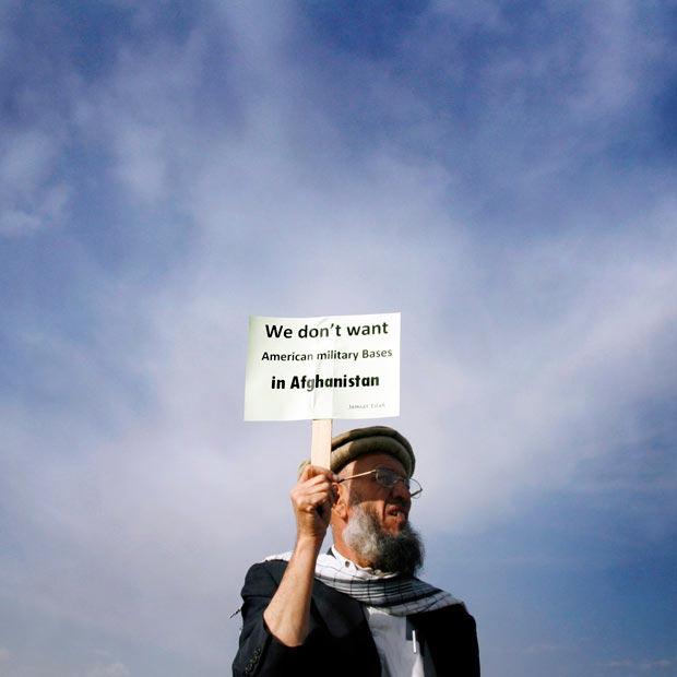 پلاکارد اعتراض افغان ها