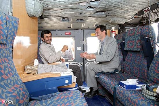 تصویری جالب از داخل هلیکوپتر احمدی نژاد