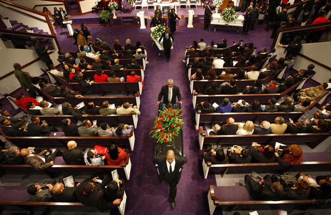 مراسم تشییع  در کلیسا