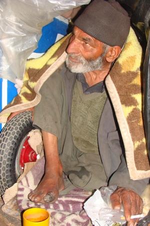 بیمار دیابتی رها شده کنار خیابان