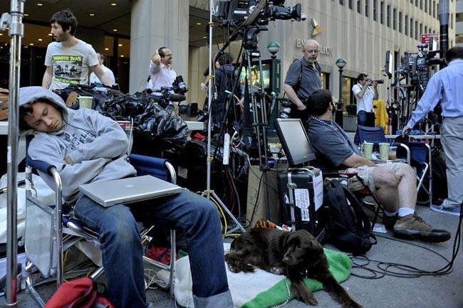 خبرنگاران در انتظار استراوس کان