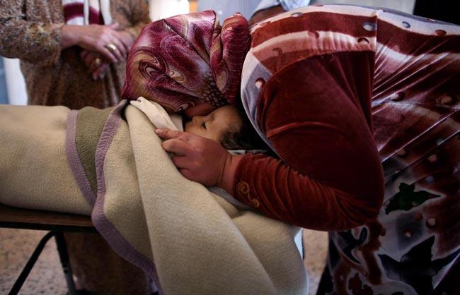 مادر لیبیایی بر سر جنازه فرزند