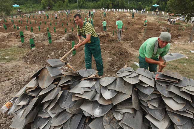 تدفين كشته شدگان قتل عام سربرنيتسا