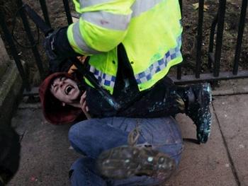 دانشجوی معترض انگلیسی