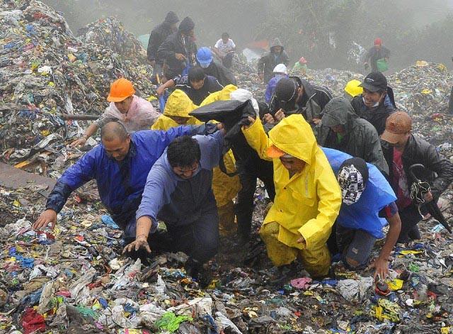 قربانیان توفان از زیر آوار در فیلیپین