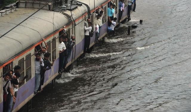 سیل در ایستگاه قطار بمبئی