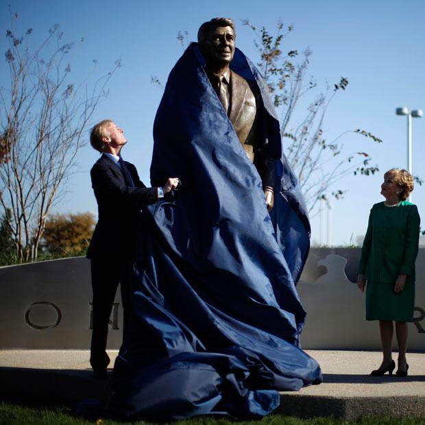 مجسمه رونالد ریگان