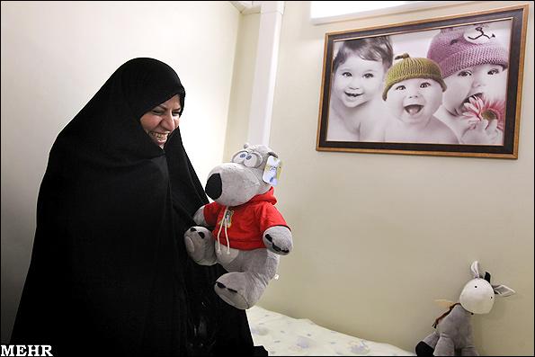 خانم وزیر با عروسک ! + عکس