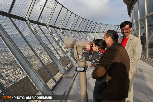 تهران نوروزی زیر پای برج میلاد