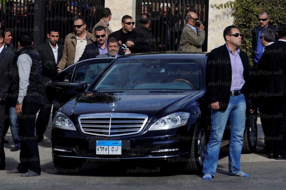 کاروان چندین میلیون دلاری خودروهای محمد مرسی که دردرسر ساز شد ! + عکس www.9ktenews.com