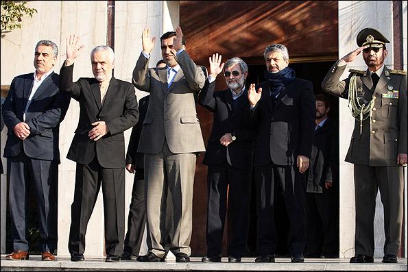 بدرقه احمدی نژاد