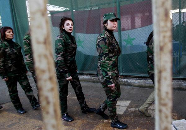269093 841 - پادگان آموزش زنان فدایی سوریه (+عکس)