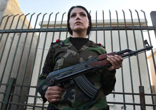 269095 948 - پادگان آموزش زنان فدایی سوریه (+عکس)