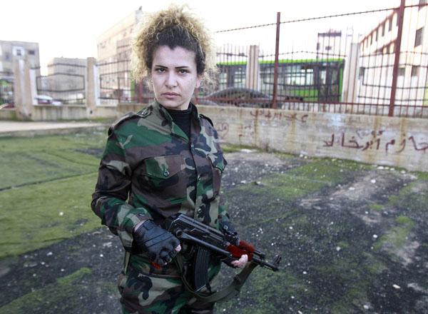 269096 334 - پادگان آموزش زنان فدایی سوریه (+عکس)