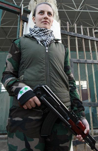 269097 243 - پادگان آموزش زنان فدایی سوریه (+عکس)