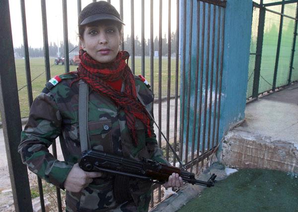 269101 321 - پادگان آموزش زنان فدایی سوریه (+عکس)