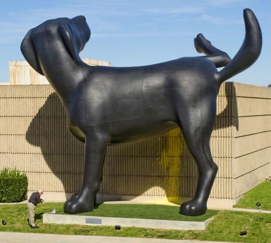مجسمه سگ بد