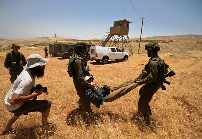 دستگیری یک فلسطینی
