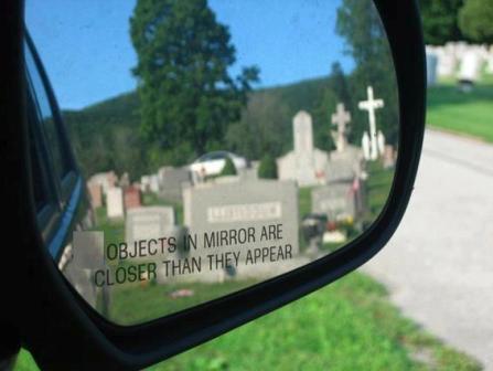 اشیا در آینه ، نزدیک تر از آنند که دیده می شوند