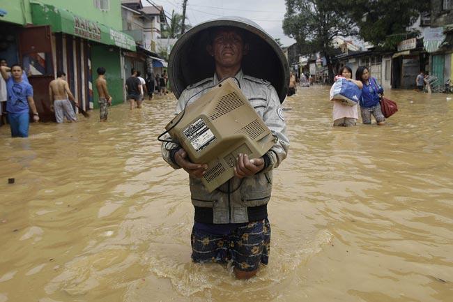 مانیل زیر سیلاب