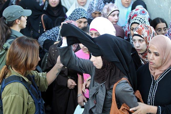 بازرسی زنان فلسطینی