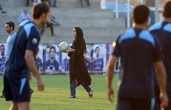 241216 713 تصاویرنیکی کریمی در تمرین استقلال