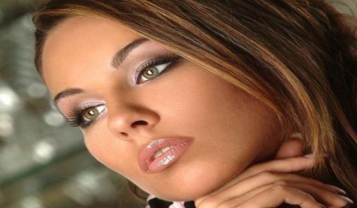 عکسی که فارس ان را به عنوان زیباترین دخترمسیحی منتشر کرد