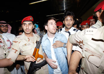 249651 909 حاشیه استقبال مسلحانه از لیونل مسی در ریاض / عکس