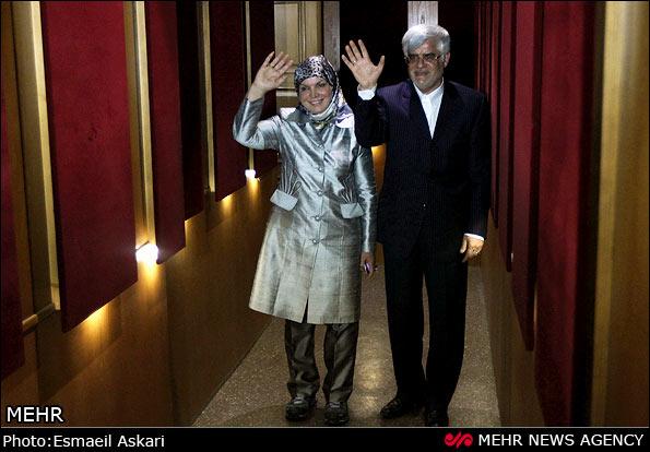 محمدرضا عارف و همسرش در نشست خبری (عکس)