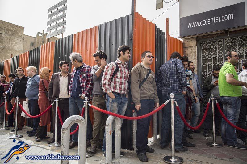 صف ایرانی ها برای گوشی جدید سامسونگ !