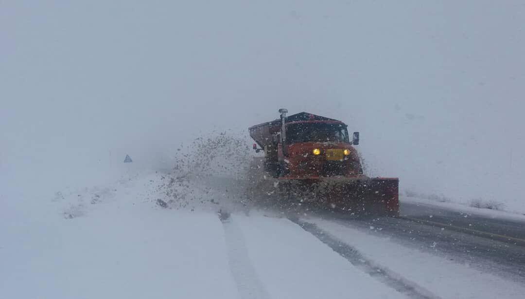 Image result for مسدود شدن جاده به خاطر برف